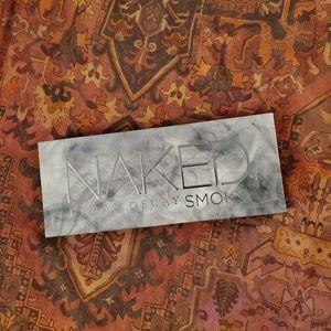NWB naked smokey palette